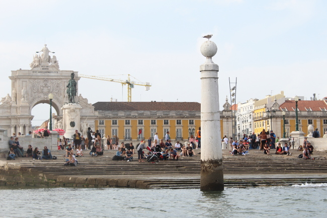 Pulling into the harbour at Praca do Commercio, Canoa sailing, Lisboa